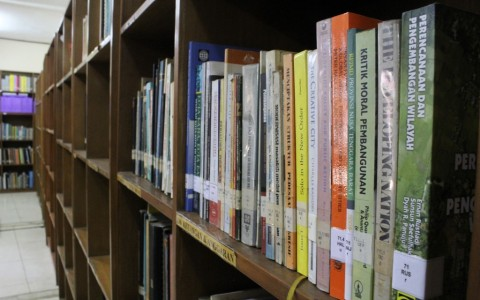 Koleksi Perpustakaan AKATIGA